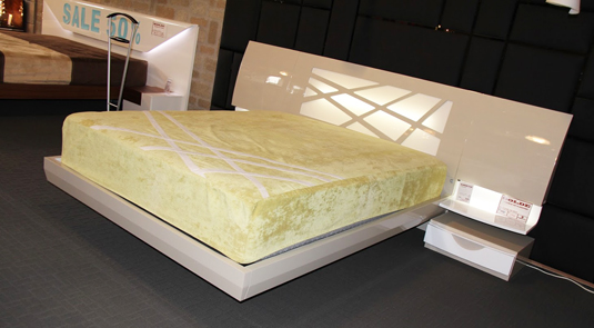fenicia-bed-and-2-nightstands